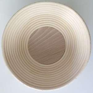 Banneton redondo pequeño de ratán con fondo de madera