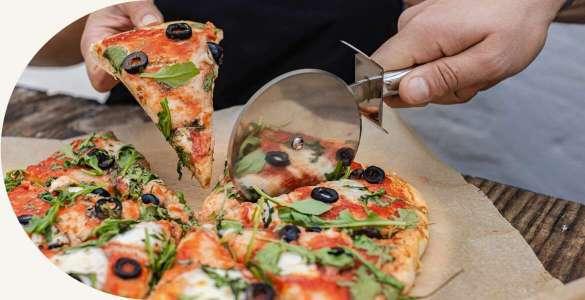 Ingredientes y utensilios para pizza